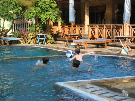 Hotel Lusa: Pool area - shallow section for young children