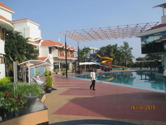 filosofía Sala escribir  Swimming pool and play area - Picture of Clarks Exotica Convention Resort &  Spa, Bengaluru - Tripadvisor