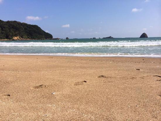 Sotoura Beach: 水面がきらきら