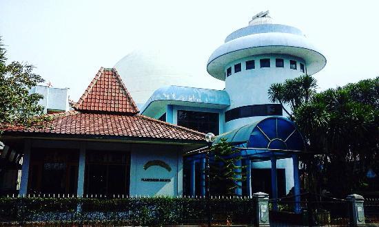 Taman Ismail Marzuki ( TIM )