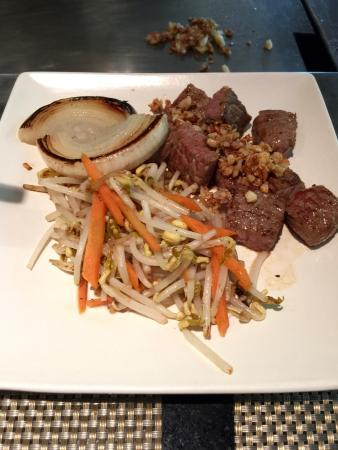 Shima Japanese Restaurant: US Beef served with Tauge