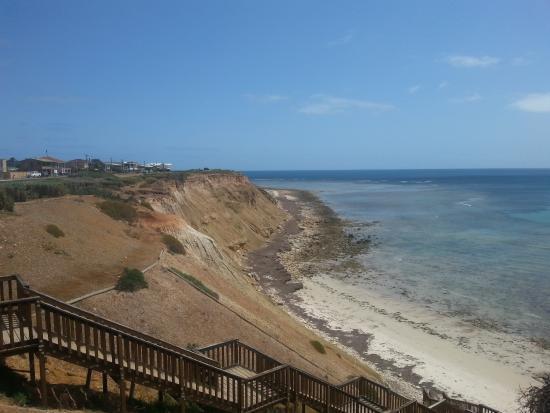 Aldinga Beach: Cliff and beach view south