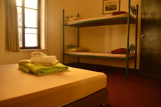 The Jerusalem Hostel: Our family rooms offer the best bugdet and comfortable choice for Families