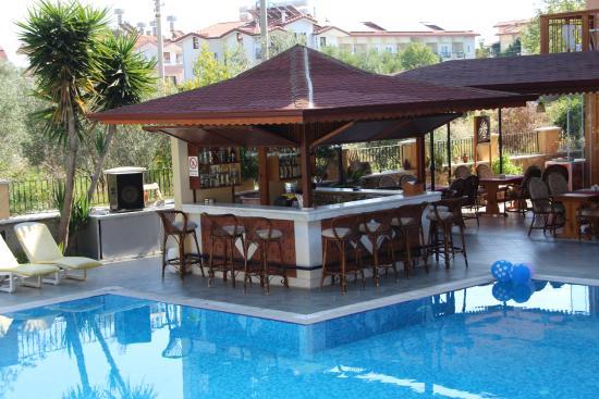 Nar Apart Hotel: Bar