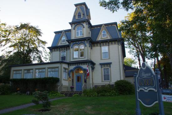 Bluenose Lodge: 本館