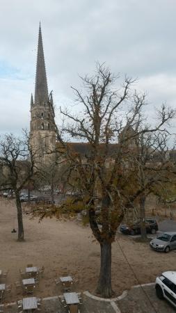 Saint-Savin, Fransa: Vue de la fenêtre de ma chambre sur l'Abbaye de St Savin, classée au patrimoine mondial de l'Une