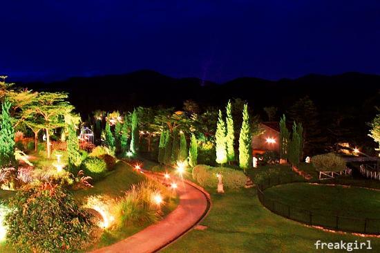 La Toscana Resort: วิวกลางคืน