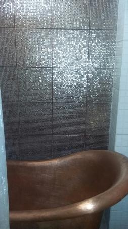 Neemrana's La Maison: Ruby Room and bathroom
