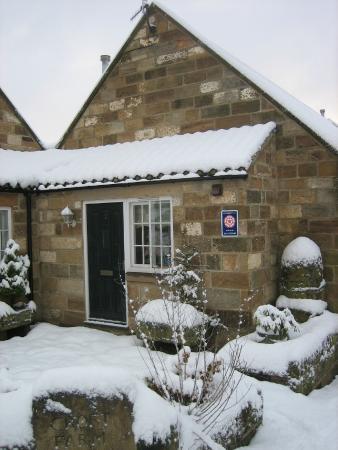 Ruswarp, UK: Croft Farm Cottages in the snow