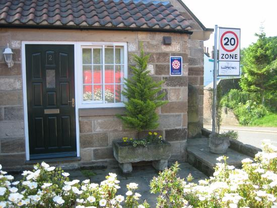 Ruswarp, UK: Croft Farm Cottages in the Summer