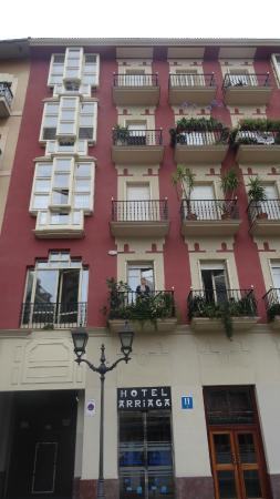 Arriaga: Front of the hotel