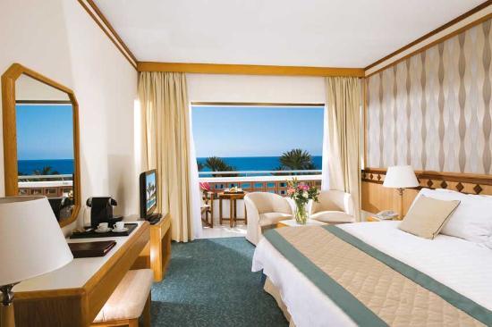 Constantinou Bros Pioneer Beach Hotel
