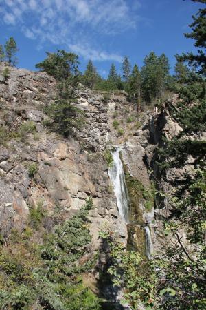 Fintry Estate & Provincial Park: Waterval bij de camping