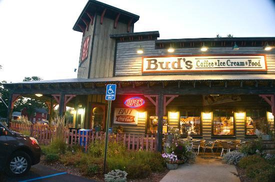 Interlochen, MI: Bud's Restaurant exterior view