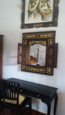 Warji House 2: Table Dressing