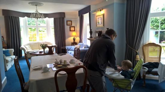Chicklade, UK: Getting ready for breakfast in the gorgeous dining room