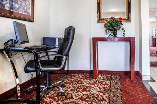 Comfort Inn Racine: Lobby