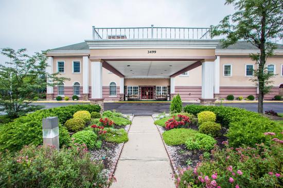 Clarion Hotel Palmer Inn