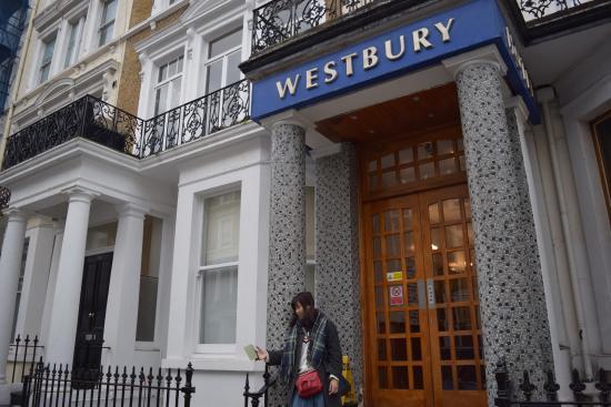 Westbury Hotel Kensington: ホテルの玄関