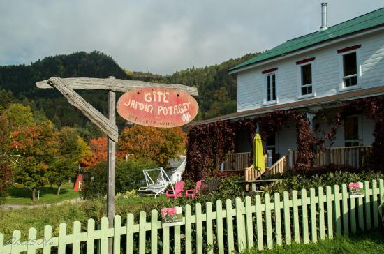 Gite ferme au jardin potager sainte rose du nord kanada for Au jardin review