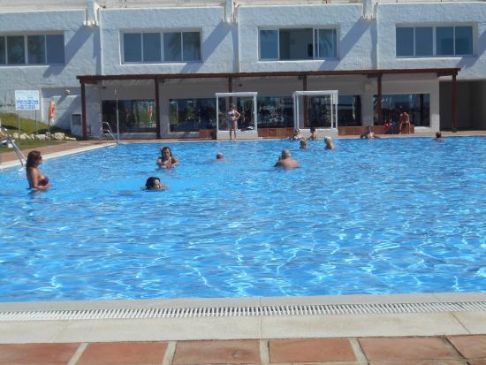 La piscine pr s de la plage picture of club marmara for Piscine marbella