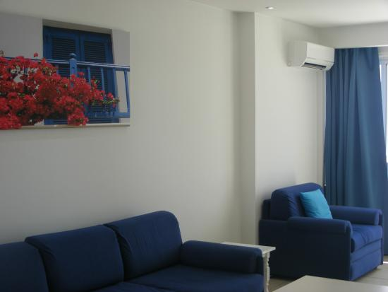 Sun Hall Beach Hotel Apartments : Salamina 1-Bedroom Apartment Sitting Area
