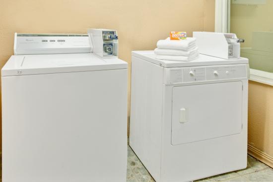 Days Inn Towson: Laundry Facility