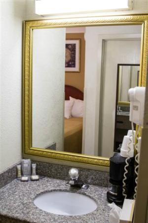Howard Johnson Inn & Suites Allentown/Dorney: Bathroom