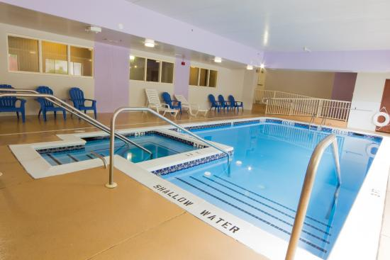 Howard Johnson Inn & Suites Allentown/Dorney : Indoor pool and jacuzzi