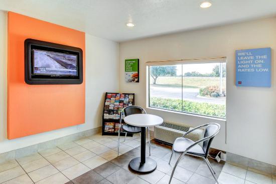 Motel 6 Waco South: Lobby