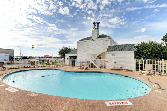 Motel 6 Waco South: Pool