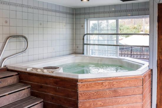 Quality Inn Paradise Creek : Indoor Hot Tub