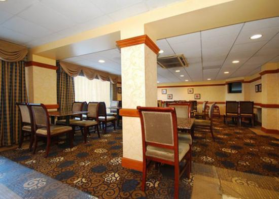Quality Inn & Suites Bensalem: Breakrm PA