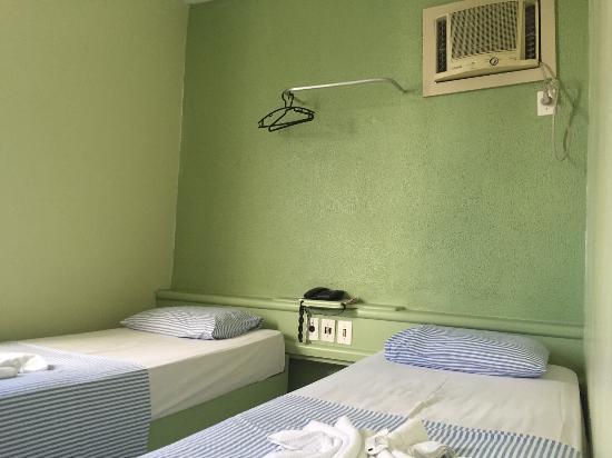 Camas solteiro Quarto 201 Foto de Guarany Hotel, João  ~ Quarto Solteiro Hotel