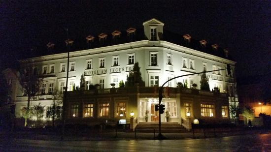Hotel am Jägertor: Facade at night standing at Tor