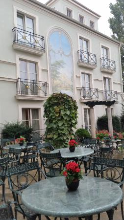 Hotel am Jägertor: back courtyard in October
