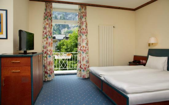 Thermalhotels & Walliser Alpentherme Leukerbad: Panoramasuite Schlafzimmer