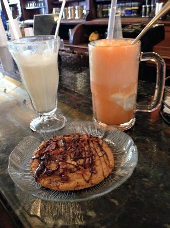 Kentucky Fudge Co: Floats and chocolate bacon cookie