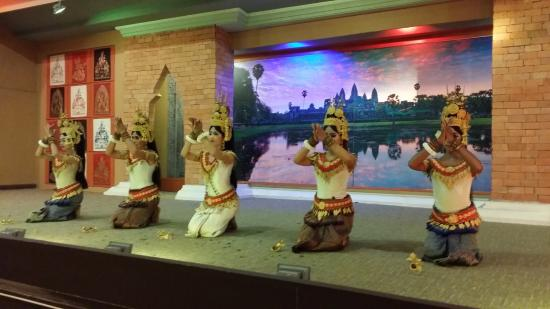 Tonle Sap Restaurant : Traditional Khmer Dance