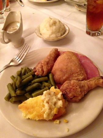 Beaumont Inn Dining Room : Fried chicken and county ham