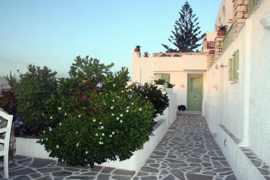 Villa Isabella Suites & Studios: Terrasse