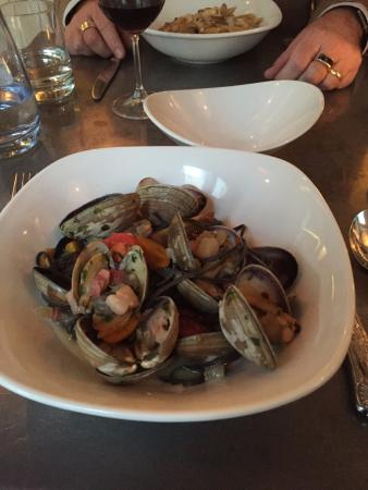 Cucina: clams and squid ink linguine