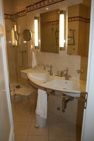 Hotel Waldhaus: Bathroom