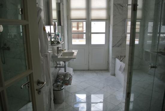 كاسا جانجوتينا: Bathroom