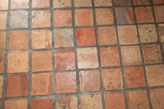 Hotel Brenner'scher Hof: Terracotta-Fußboden im Zimmer