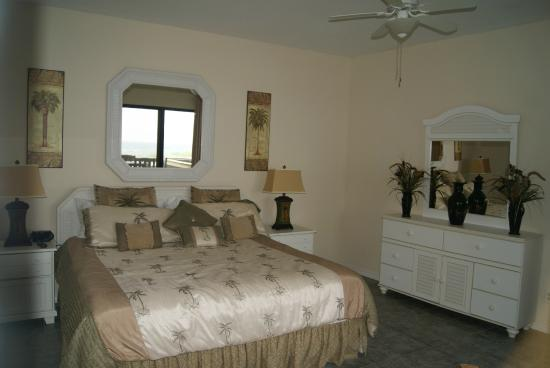 Mainsail Resort: Master bedroom is huge and has a great gulf view