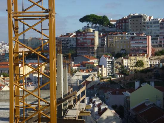 Olissippo Castelo: there's the crane, just ignore it, the view is wonderful