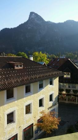 Hotel Wittelsbach: Looking down at Oberammergau from our room