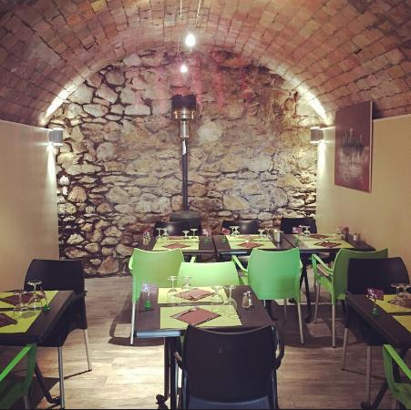 Int rieur du restaurant picture of le palais de la biere for Interieur restaurant