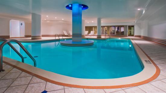 Hotel Manoir Victoria: Indoor pool